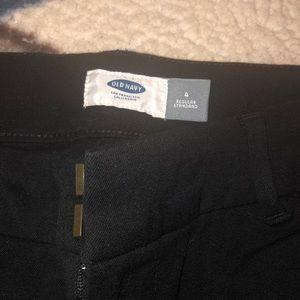 Old navy size 4 black Bermuda shorts. Never worn.